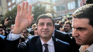 Le coprésident du HDP, Selahattin Demirtas, est crédité de 12 à 14 % des intentions de vote pour les législatives du 1er novembre.
