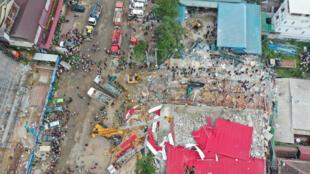 Vista aérea del edificio en construcción colapsado en Sihanoukville, Camboya. 22 de junio de 2019.