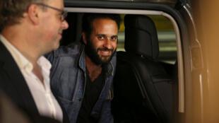 Mathias Depardon en attente d'un vol pour Paris à l'aéroport d'Istanbul, le vendredi 9 juin 2017.