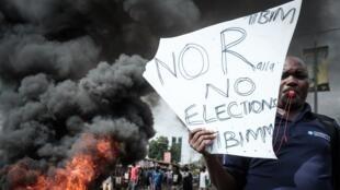 Des milliers de partisans au chef de l'opposition Raila Odinga ont manifesté mercredi 11 octobre, au Kenya.