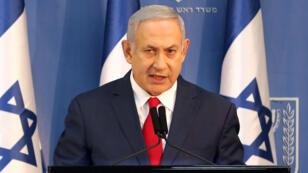 El primer ministro de Israel, Benjamin Netanyahu, hace una declaración ante miembros de los medios de comunicación en Tel Aviv, Israel, el 18 de noviembre de 2018.