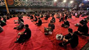 حظي الإيرانيون الأربعاء في 13 أيار/مايو 2020 بأول فرصة للصلاة في المساجد بعد شهرين من الإغلاق بسبب فيروس كورونا