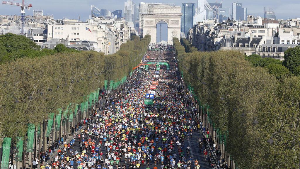 Environ 50000 personnes ont pris le départ du marathon de Paris en 2014.