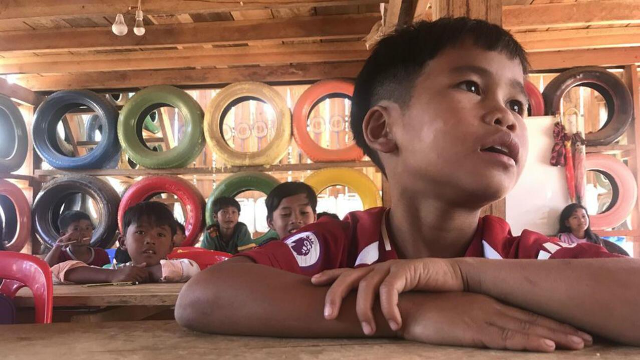 En Camboya, no existe un sistema de reciclaje de residuos. La basura se quema, se arroja a los ríos, se entierra o se recupera para crear…