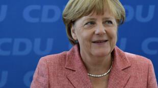 Angela Merkel a toutes les chances de l'emporter. Selon un sondage publié dimanche 20 novembre, 55% des Allemands souhaitent qu'elle reste en poste.