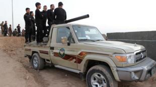Unidades de combatientes peshmerga kurdos, en un coche en el sur de la provincia de Kirkuk, en Irak. 13/10/2017