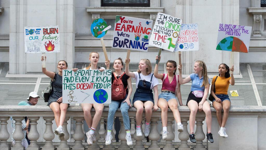No es la primera vez que salen a marchar: salir protestar contra el cambio climático los viernes es cada vez más común en el Reino Unido, donde las manifestaciones reunieron a varios estudiantes en Londres.