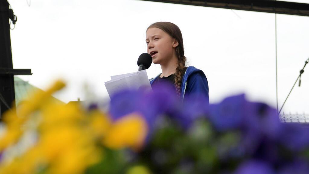 La joven de 16 años Greta Thunberg es la precursora de este nuevo movimiento y se ha convertido en la portavoz más mediática de la lucha medioambiental. La activista participó en la marcha de Estocolmo, en Suecia.