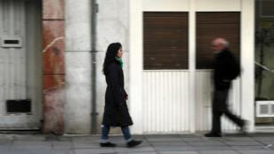Victoria Albornoz Saroff, quien tuvo un aborto hace unos años, camina después de una entrevista con Reuters en Buenos Aires, Argentina, el 6 de junio de 2018.