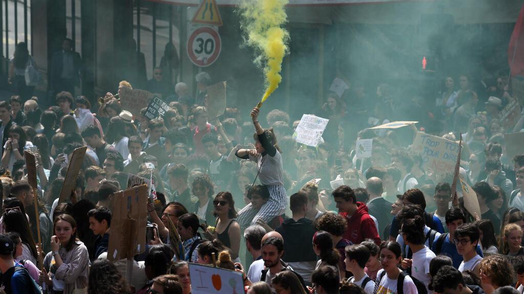 Por ahora, las protestas han arraigado especialmente en los países europeos. La manifestación de París, la capital de Francia, reunió a miles de personas.
