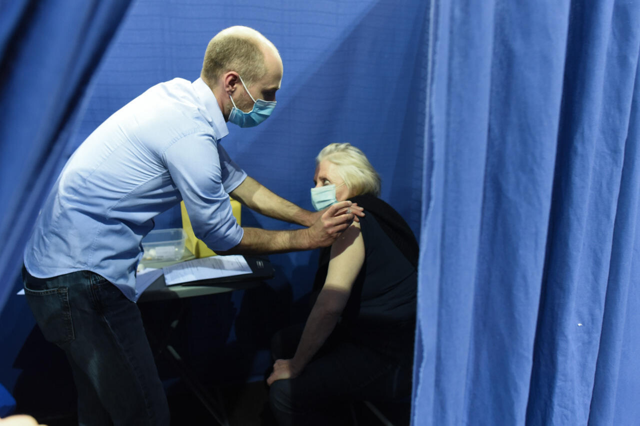 Nicole Lalau, 74, gets vaccinated at the Saint-Quentin-en-Yvelines cycling center on March 31, 2021. She is very satisfied with the speed of the process, she says: 40 minutes between arriving and leaving the center vaccination.