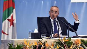 Le nouveau Premier ministre algérien, Noureddine Bedoui, tient sa première conférence de presse, à Alger le 14mars2019.
