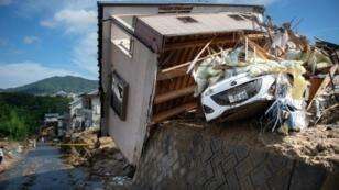 منزل دمرته الفيضانات في مدينة كومانو بمقاطعة هيروشيما في غرب اليابان في 9 تموز/يوليو 2018.