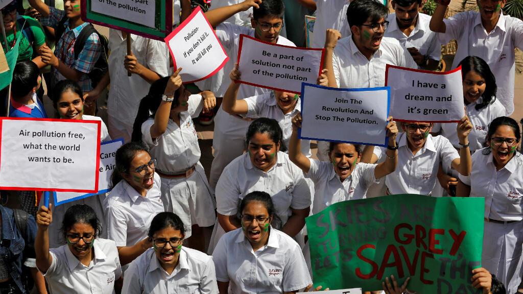 Estudiantes de colegio de la India también se sumaron a la huelga mundial por el cambio climático y salieron a marchar en Nueva Delhi.