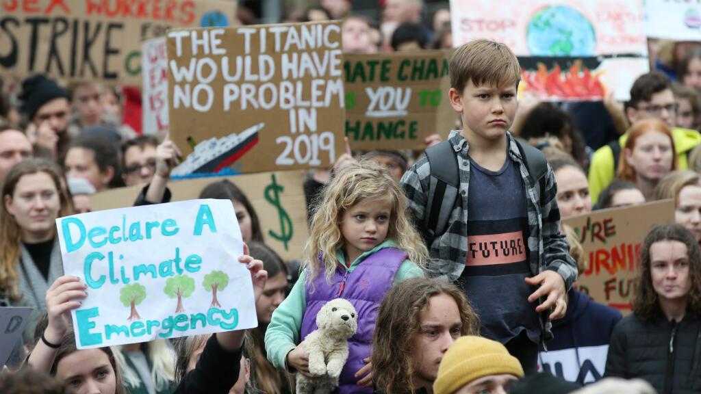 Las protestas cruzaron el océano Índico hasta Australia, donde los más pequeños también participaron en las protestas. El movimiento medioambiental ha sido protagonizado principalmente por los jóvenes, que reivindican un futuro en un mundo habitable para ellos.