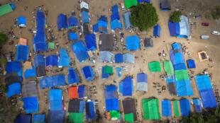 Imágenes aéreas de las tiendas de campaña para las víctimas del terremoto al norte de Lombok. Indonesia, 10 de agosto de 2018
