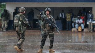 جنود فرنسيون في أحد شوارع بانغي