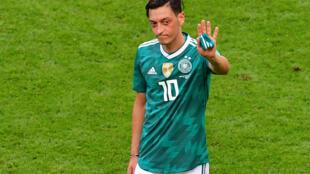لاعب خط الوسط الألماني مسعود أوزيل أثناء مباراة بكأس العالم 2018، في كازان، 27 يونيو حزيران 2018