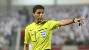 الحكم السعودي فهد المرداسي في صورة مؤرخة 18 تشرين الأول/أكتوبر خلال قيادته مباراة بين الجيش القطري والعين الإماراتي ضمن دوري أبطال آسيا في كرة القدم.
