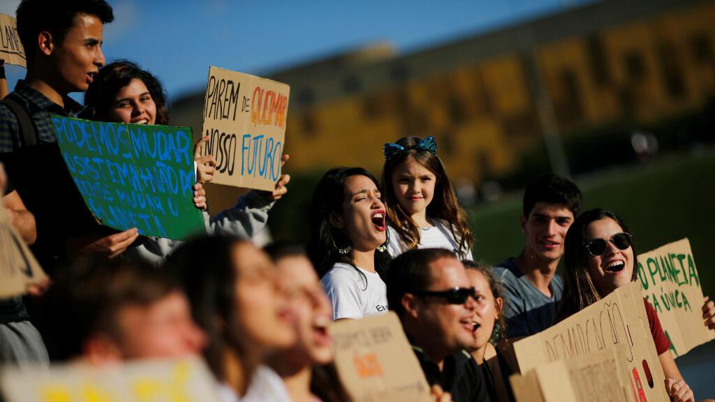 El presidente brasileño, Jair Bolsorano, se alineó con las políticas de Trump y eliminó ciertas protecciones de la selva amazónica, uno de los pulmones del planeta. En contra de eso, muchos protestaron frente al Congreso Nacional en Brasilia.