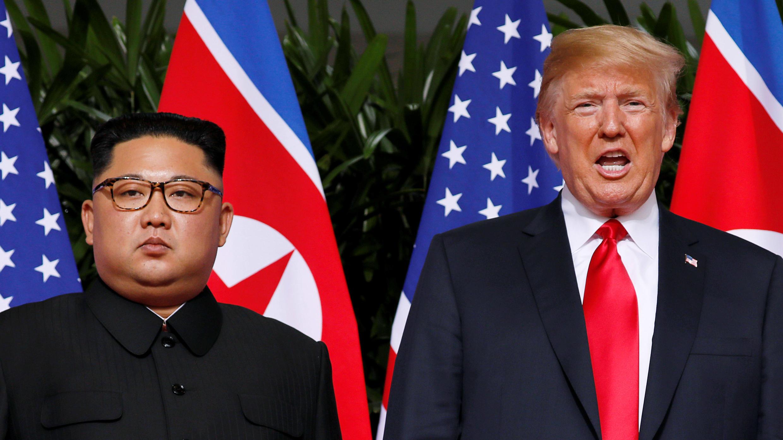 El presidente de EE. UU., Donald Trump, y el líder norcoreano, Kim Jong-un, en el Hotel Capella en la isla Sentosa, Singapur. 12 de junio de 2018.