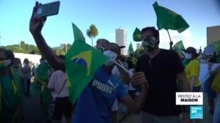 2020-04-22 17:12 Covid-19 : Au Brésil, nouvelle manifestation anti-confinement à Rio de Janeiro
