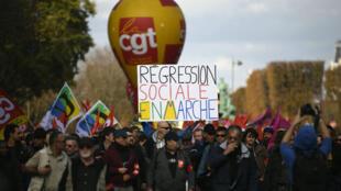 Des manifestants lors de la mobilisation de la CGT du 19 octobre à Paris.