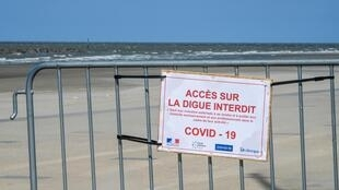 Accès interdit à la plage de Bray, dans le Nord, lors du premier confionement en mai 2020