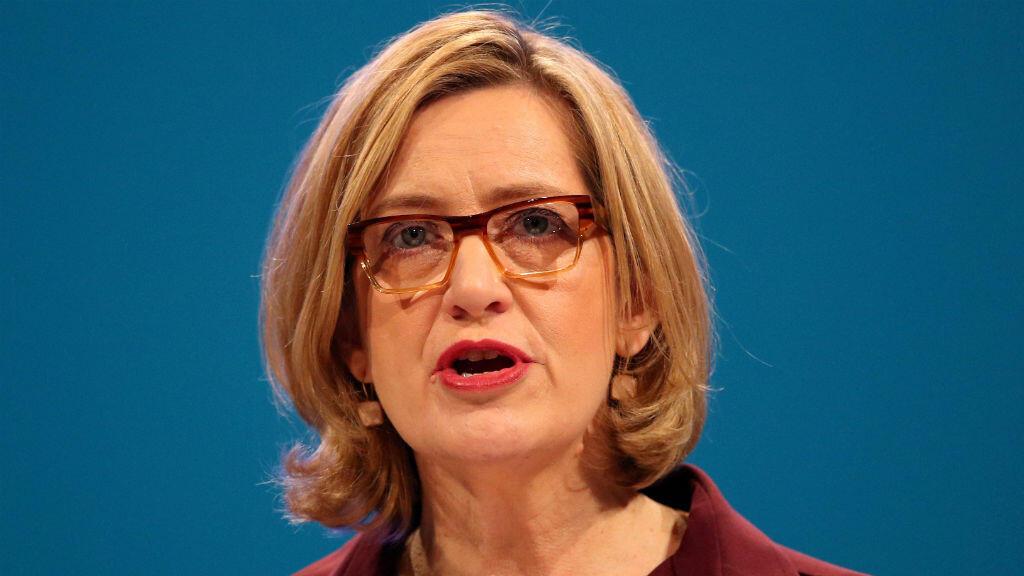 La entonces ministra del Interior británica, Amber Rudd, habla ante en una conferencia del Partido Conservador el 3 de octubre de 2017.