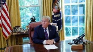 El presidente de Estados Unidos, Donald Trump, habla en la Oficina Oval de la Casa Blanca en Washington, EE. UU., el 26 de julio de 2019.