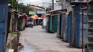 Comercios cerrados en una calle de la localidad paraguaya de Nanawa, el 28 de enero de 2021