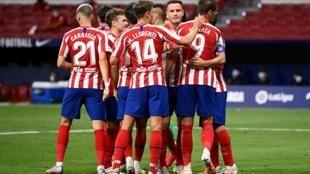 مجموعة من لاعبي اتلتيكو مدريد خلال مواجهتهم لفياريال في الدوري الاسباني. 3 تموز/يوليو 2020
