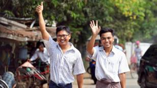 الصحافيان أثناء مغادرتهما السجن.