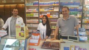 Badii Sleiman, Basma al Yasiri travaillent pour Thomas Winterfeld dans une pharmacie dans l'arrière pays de Leverkusen.