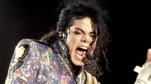Michael Jackson es la celebridad muerta que más dinero genera.