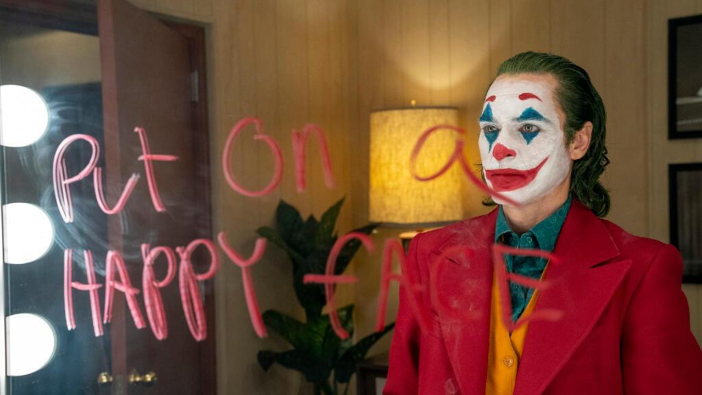 'Joker' cuenta la historia de Arthur Fleck, un payaso fracasado al que una serie de tragedias lo impulsan a cometer diferentes crímenes.