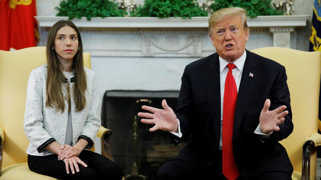 El presidente de Estados Unidos, Donald Trump, se reúne con Fabiana Rosales, esposa del líder opositor Juan Guaido, en el Despacho Oval de la Casa Blanca en Washington, EE. UU., el 27 de marzo de 2019.