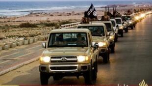 """سيارات تابعة لتنظيم """"الدولة الإسلامية"""" في ليبيا"""