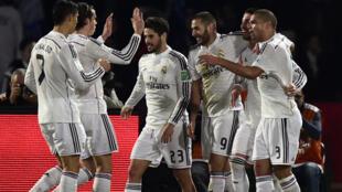 Les joueurs du Real Madrid félicitent le buteur Sergio Ramos en finale du Monduial des clubs.