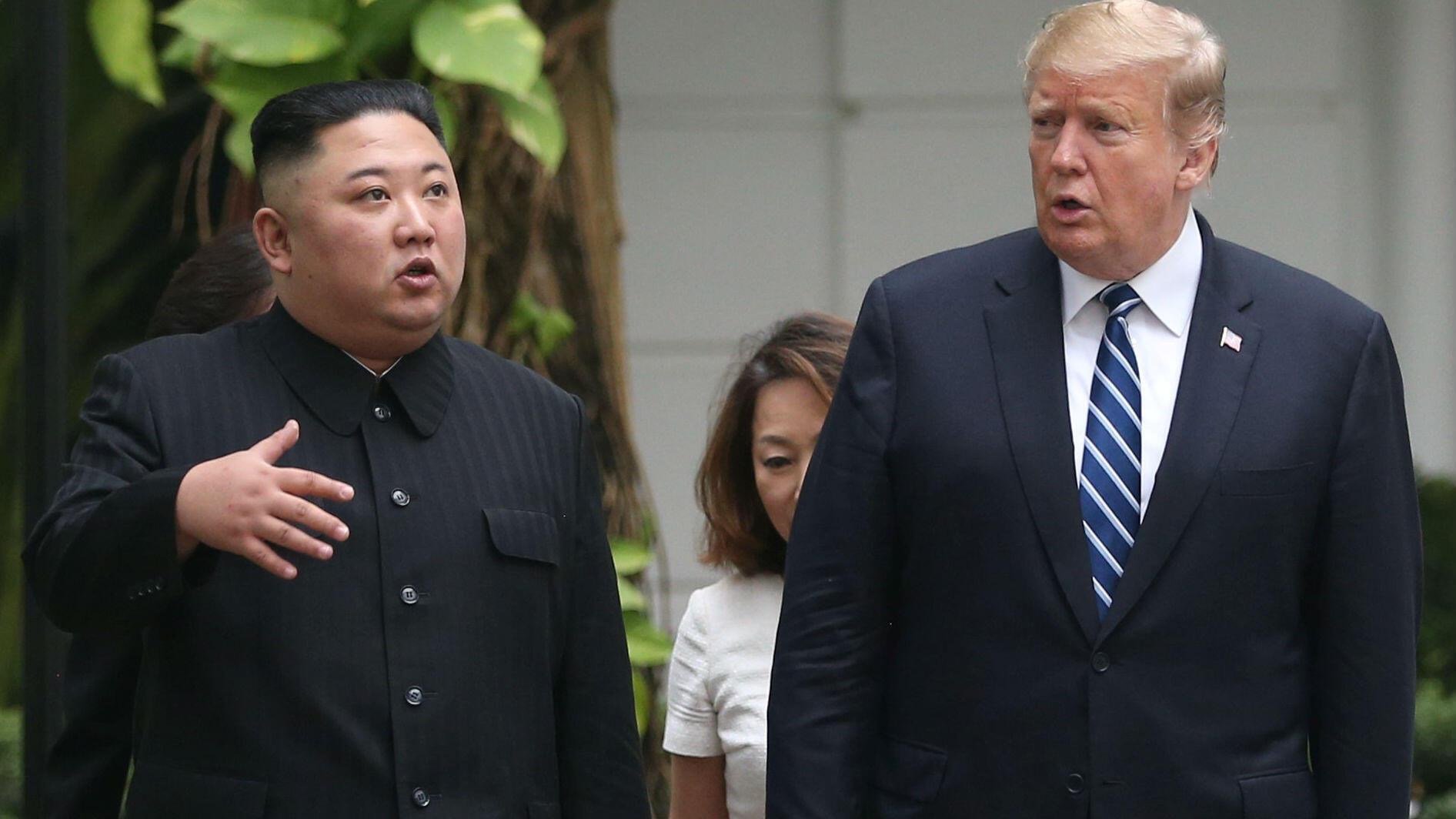 El líder norcoreano Kim Jong-un, y el Presidente de los Estados Unidos, Donald Trump, durante su segunda cumbre en Hanói, Vietnam, el 28 de febrero de 2019.