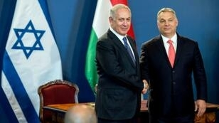Hungarian Prime Minister Viktor Orban (R) vehemently denies any anti-Semitism and has pointed to his close relationship with Israeli counterpart Benjamin Netanyahu (L)