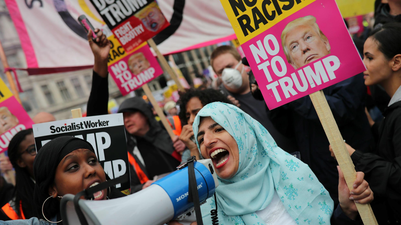 Los manifestantes participan en una protesta contra el presidente de los Estados Unidos, Donald Trump , en Londres, Gran Bretaña, el 4 de junio de 2019