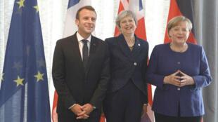 El presidente francés Emmanuel Macron, la primera ministra británica, Theresa May, y la canciller alemana Angela Merkel se reúnen durante la cumbre UE-Balcanes occidentales en Sofía, Bulgaria, el 17 de mayo de 2018.