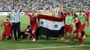 Les joueurs syriens se réjouissent de leur qualification face à l'Iran, le 5 septembre, pour les barrages de la Coupe du monde 2018.