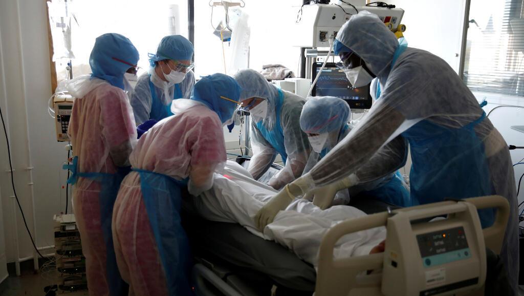 Poco más de 7.000 han muerto por Covid-19 estando dentro de los hospitales en Francia.