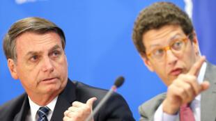 El presidente de Brasil, Jair Bolsonaro, y el ministro de Medio Ambiente, Ricardo Salles, asisten a una conferencia de prensa en el Palacio de Planalto en Brasilia, Brasil, el 1 de agosto de 2019.