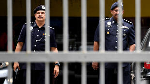 La police malaisienne a arrêté deux femmes suspectées d'être impliquées dans la mort de Kim Jong-nam, lundi 13 février 2017, à l'aéroport de Kuala Lumpur.