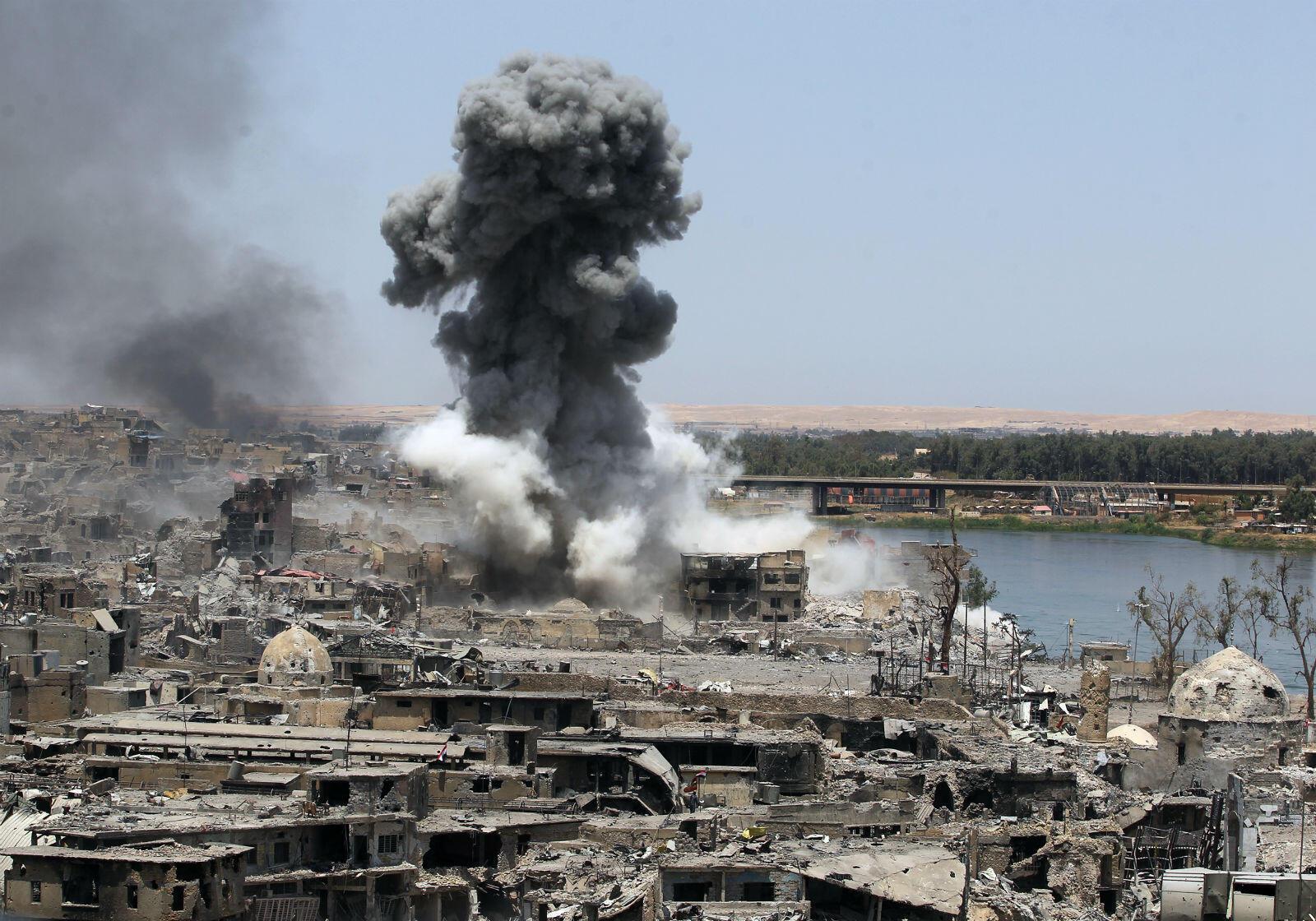La victoire de Mossoul a été obtenue au prix de nombreuses destructions. Ici, la ville après une frappe américaine, le 9 juillet 2017.