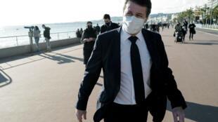 """Le maire de Nice Christian Estrosi, le 18 janvier 2021, sur la """"Promenade des Anglais"""" à Nice"""