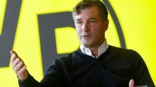 Le directeur sportif du Borussia Dortmund Michael Zorc s'exprime devant les reporters au siège du club, le 7 février 2019